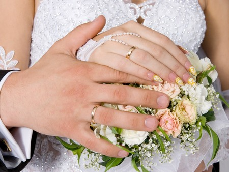 Hands and rings on wedding bouquet Stock Photo - 7860741