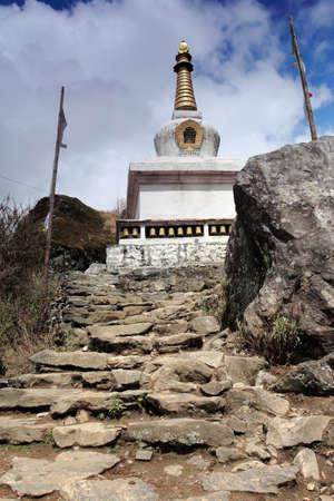 buddhist stupa: Stupa budista en la regi�n del Everest, Nepal Foto de archivo