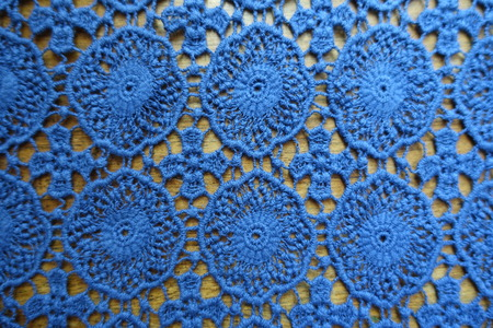 Old fashioned lacy fabric on wood from above Imagens