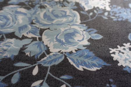 Viscose with floral pattern in shades of blue