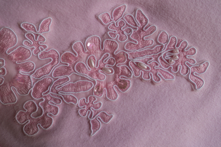 Paillettes, pearl beads and embroidery on pink fabric Imagens