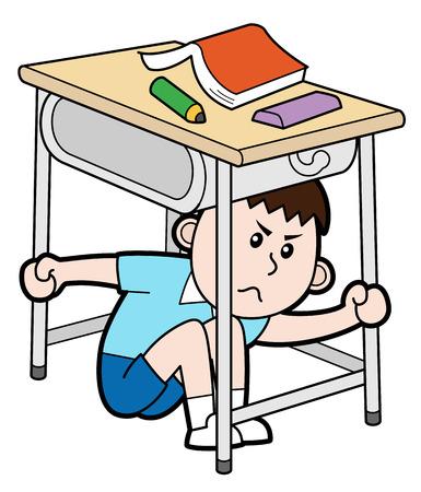 Chłopiec ukrywa się pod biurkiem, na białym tle.