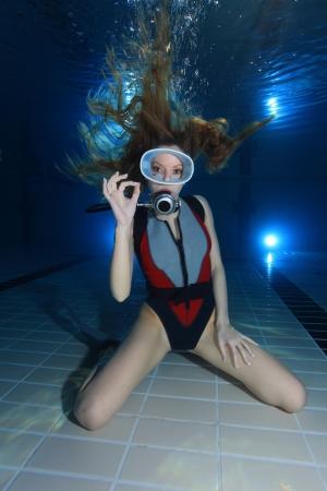 Vrouw duiker voorstelling hand signaal