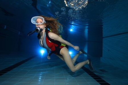 Scuba woman in the pool photo