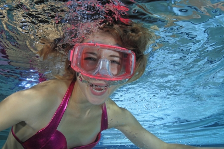 ahogandose: Buceador Femenino gritando Foto de archivo