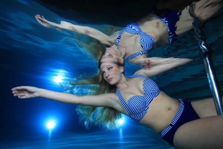 Underwatermodel in the pool