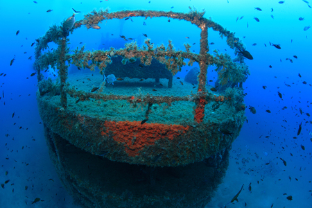 Shipwreck in the waters of the mediterranean sea Imagens