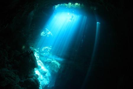 Entreegebied van cenote onderwater grot