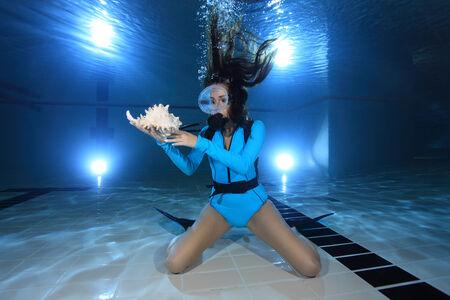 sea  scuba diving: Scuba woman with sea shell  Stock Photo
