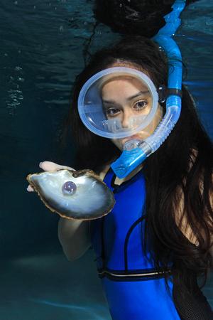 picada: Buceador Mujer con concha de mar y de la perla