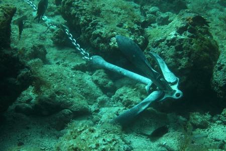 Anker van het schip onder water