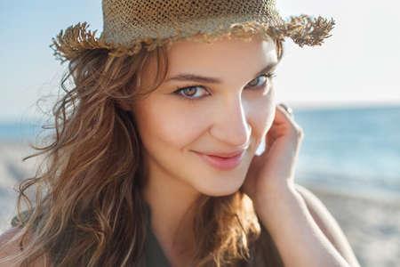 肖像画の屋外撮影をすぐ美しい少女 写真素材