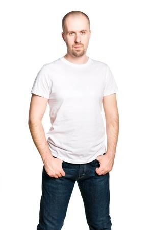 hombre calvo: Hombre confidente hermoso en pantalones vaqueros camiseta blanca y azul aislado en blanco Foto de archivo