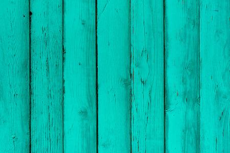 天然木製ミント板、壁やフェンス ノット。青緑色の木製の垂直板を塗装しました。抽象的なテクスチャ背景、空のテンプレート