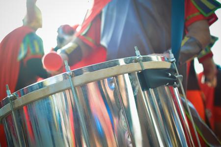 batallon: Detalle del primer batall�n de los tambores durante el desfile recreaci�n �pica Foto de archivo