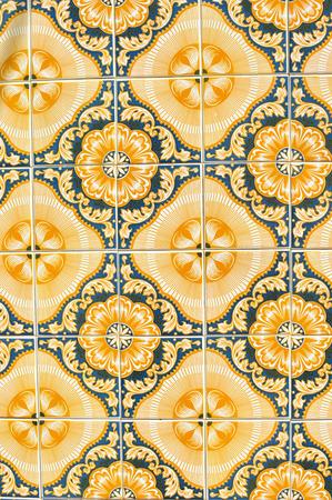Gros plan sur les vieilles tuiles traditionnelles, détail de la mosaïque en céramique classique Portugal