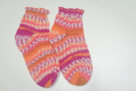 trabajo manual: Primer en los calcetines de punto de luz de fondo Foto de archivo