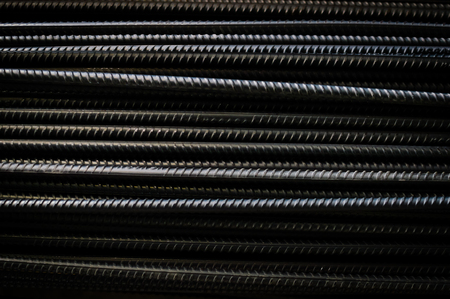 Close up of iron armature rod steel rolled stacked pile background. Banque d'images