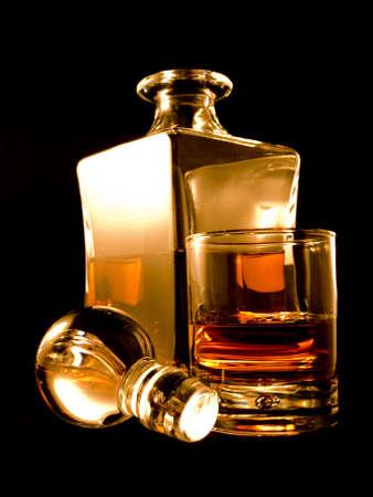 scotch: Een fles drank met glas Stockfoto