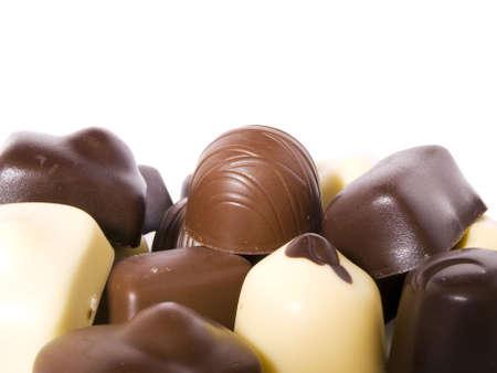 cafe bombon: Diferentes tipos de chocolate aisladas sobre fondo blanco