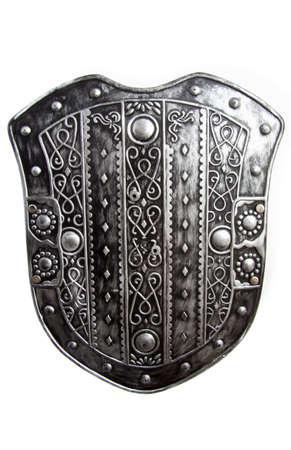 rey medieval: Antiguo escudo de plata Guerrero aislado sobre blanco