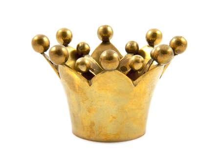 corona de rey: Corona dorada cerca aislados en blanco