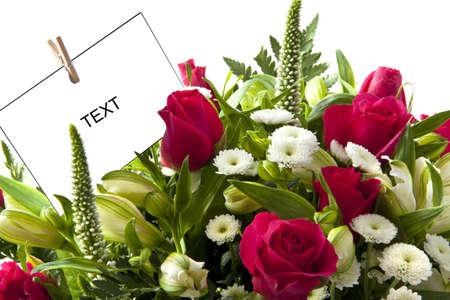 birthday flowers: Prachtig boeket met roze rozen en kaart voor achtergrond gebruik Stockfoto