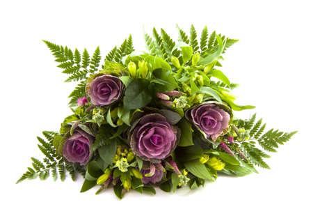 Boeket bloemen geà ¯ soleerd op een witte achtergrond