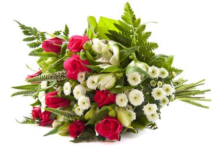 Kleurrijke boeket met roze rozen op een witte