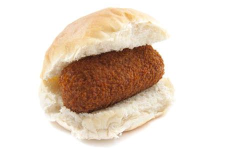 pollo rostizado: Carne de pan con corteza crujiente aislado m�s de blanco