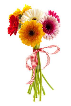 kosmos: Bouquet mit verschiedenen Arten von farbigen Gerbera ist über isolierte weiß