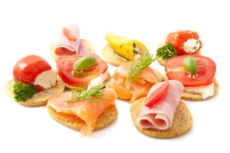 tapas espa�olas: Tostadas con buena comida aislado m�s de blanco Foto de archivo
