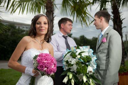zeugnis: Braut und Br�utigam mit dem Zeugnis kommunizieren