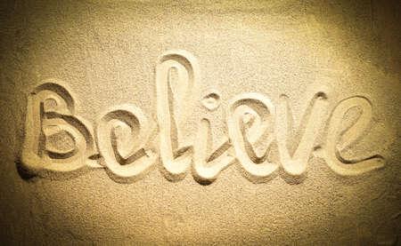 creer: creer en la palabra en la arena