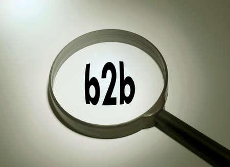 b2b: Lupa con la palabra b2b. b2b buscar