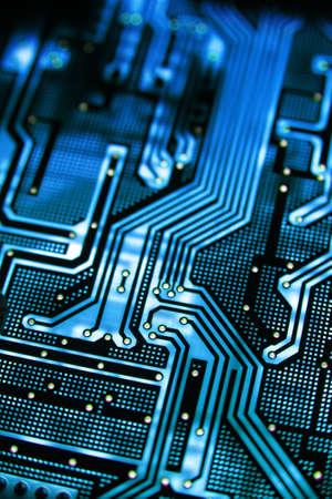 circuitos electricos: El PCB azul en la iluminaci�n.