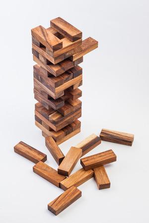 木製ゲーム (ジェンガ)。白地。