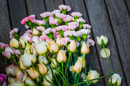folwer: roses on the wooden floor