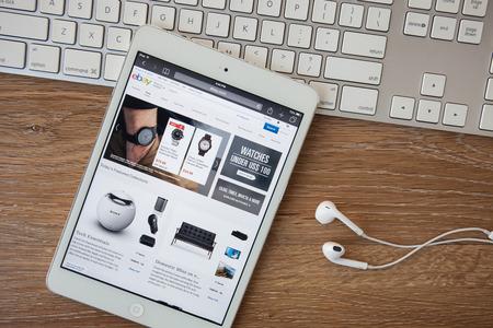 치앙마이, 태국 - 2015년 2월 8일는 : 아이 패드는 이베이 홈페이지를 열었습니다. 이베이, 온라인 경매 및 쇼핑 사이트는 1995 년에 설립되었다. 에디토리얼