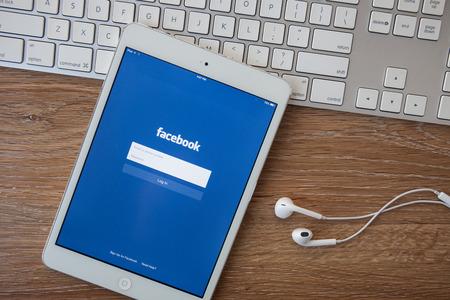 CHIANG MAI, THAILAND - 8 februari 2014: Facebook applicatie inlogpagina op de Apple iPad. Facebook is het grootste en meest populaire social networking site in de wereld.