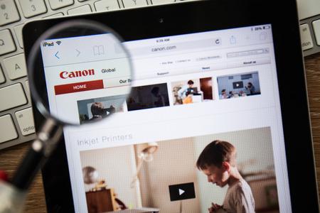 eos: CHIANGMAI, THAILAND - FEBRUARY 15, 2015: Photo of Canon.com homepage on a apple ipad screen.