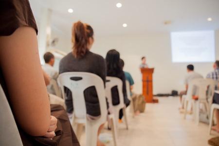 Service d'église floue