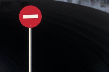 prohibido: circular señal de tráfico prohibida Foto de archivo
