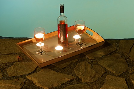2 glasses and bottle of wine at poolside, romance Imagens