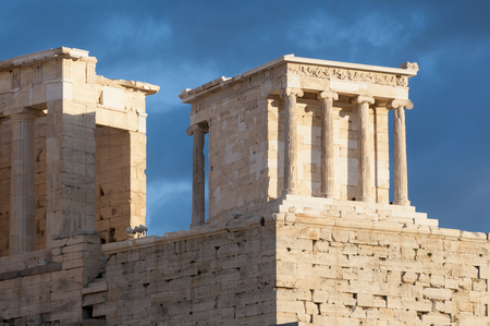 temple of athena nike, propylaea of acropolis 免版税图像