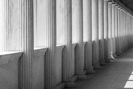 Row of Marble columns in Athens, Greece Standard-Bild