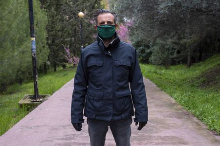 Man wearing mask and gloves during covid 19 pandemic threat - virus protection project 版權商用圖片