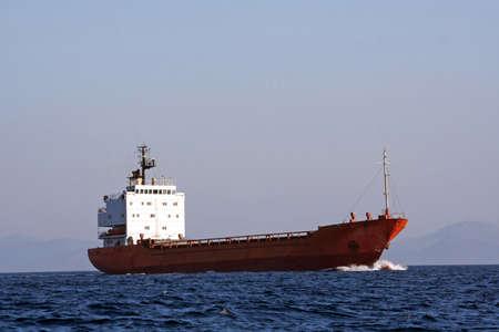 barco petrolero: Cisterna navegando en el mar