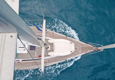 Top view of sailing boat with water splash Standard-Bild