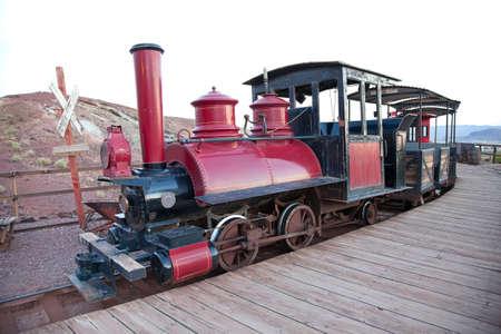 ferrocarril: Vintage locomorive con transporte en casco de minero plata Calico, Estados Unidos